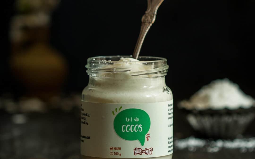 Similarităţile majore şi diferenţele subtile dintre untul de cocos şi uleiul de cocos